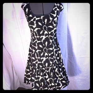 MAGGY LONDON black and white abstract dress